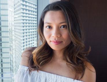 Quick & Easy Makeup For Travel In 10 Minutes | TravelingPetiteGirl.com | #makeup #travel #easy #quick